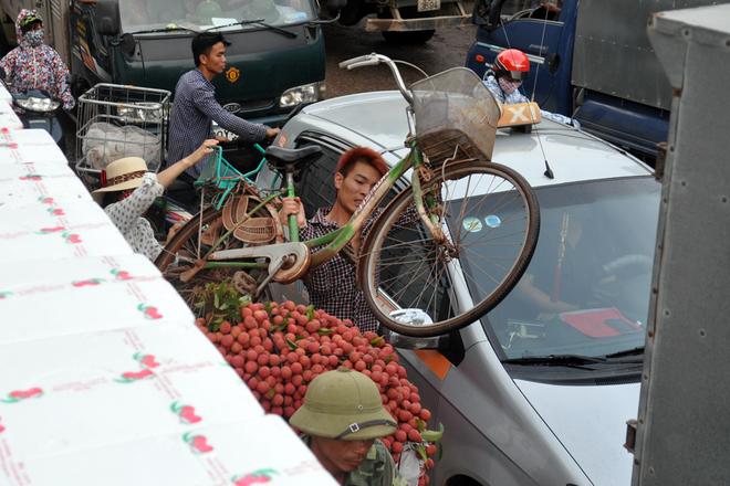 Traffic Jam due to lychee season-4