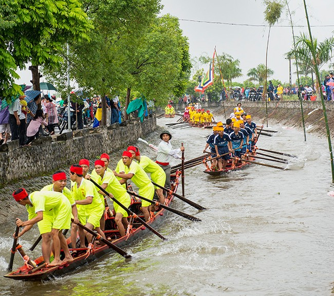 Impressive-boat-racing-in-keo-pogoda-4