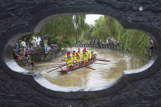 Impressive-boat-racing-in-keo-pogoda-5