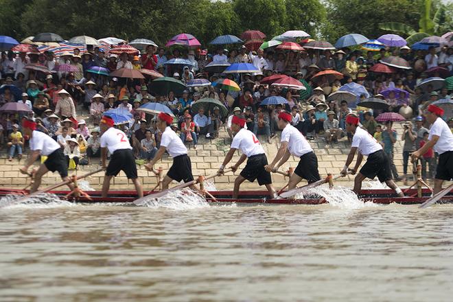 Impressive-boat-racing-in-keo-pogoda-7