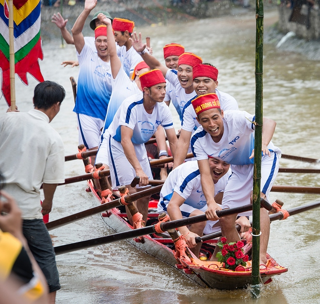 Impressive-boat-racing-in-keo-pogoda-9
