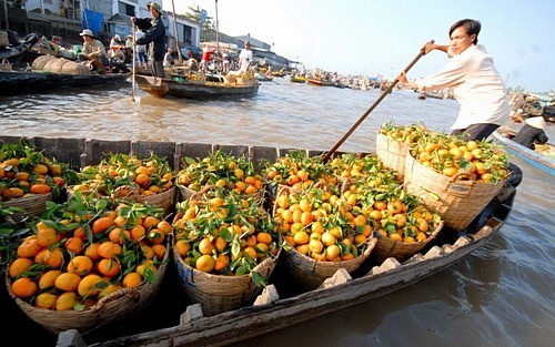 Top 5 attractive floating markets in Vietnam-1