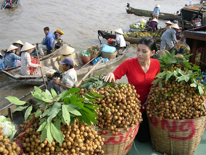 Top 5 attractive floating markets in Vietnam-2