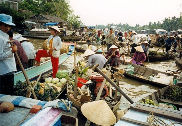 Top 5 attractive floating markets in Vietnam-4
