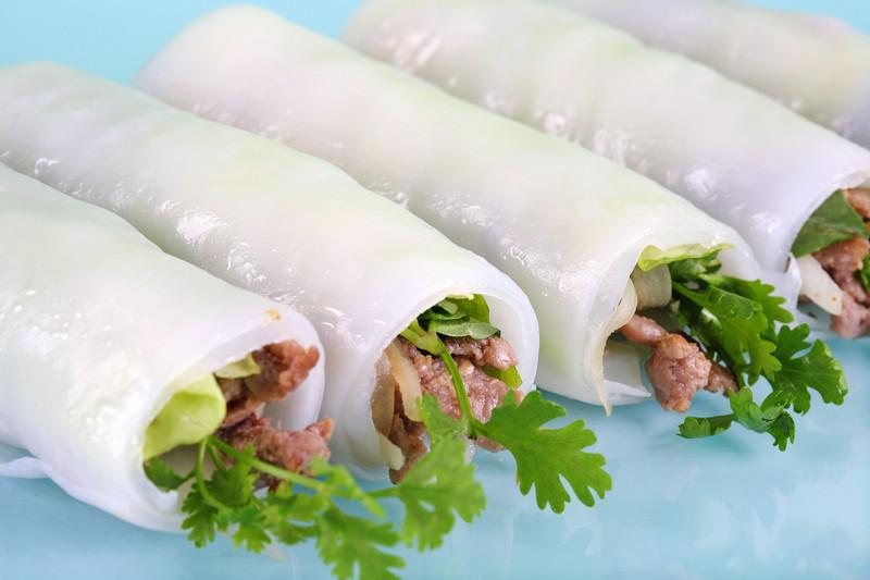 Flat noodle summer rolls