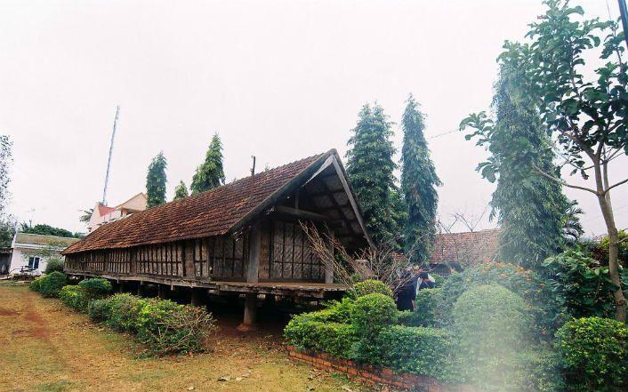 Explore Ako Dhong village