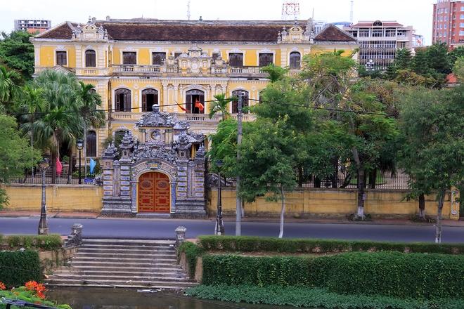 All'interno del Palazzo di An Dinh Bao Dai Re-01