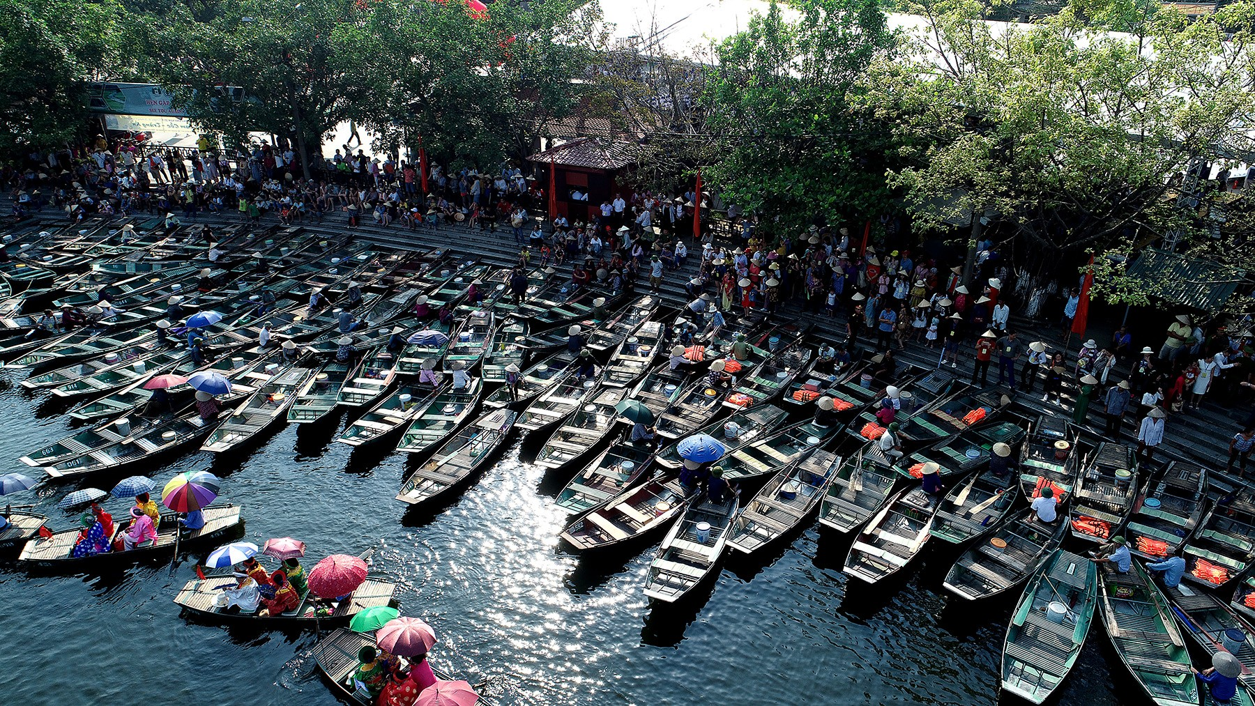 Hundreds of boats waited at the Van Lam dock