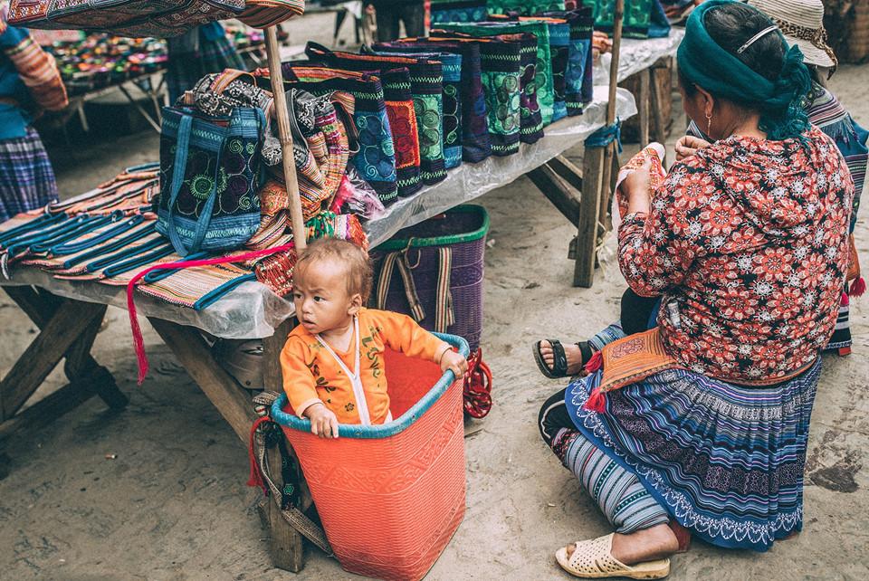 Этнические дети со светлыми волосами